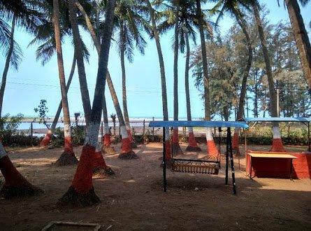 Kelshi to Ladghar Beach Trek - Tour