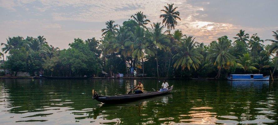 Kochi - Munnar - Thekkady - Kumarakom - Houseboat - Kochi - Tour