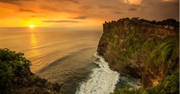 Uluwatu Temple Sunset and Kecak Fire Dance - Tour