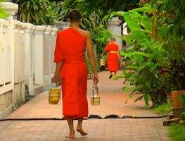 Laos-luang-prabang-monks-1035197