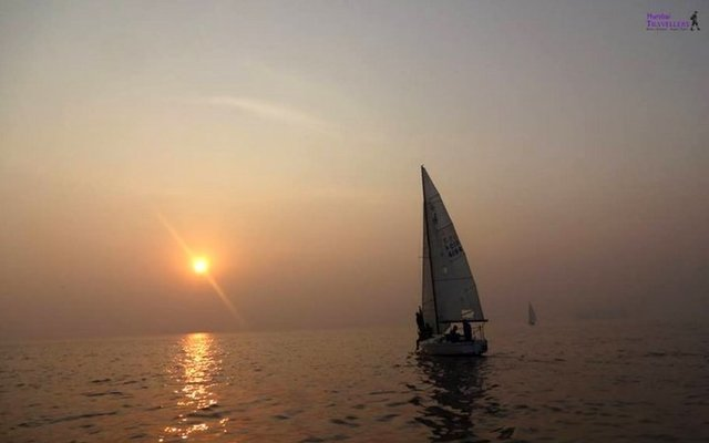 SAILING IN MUMBAI AT GATEWAY OF INDIA - Tour