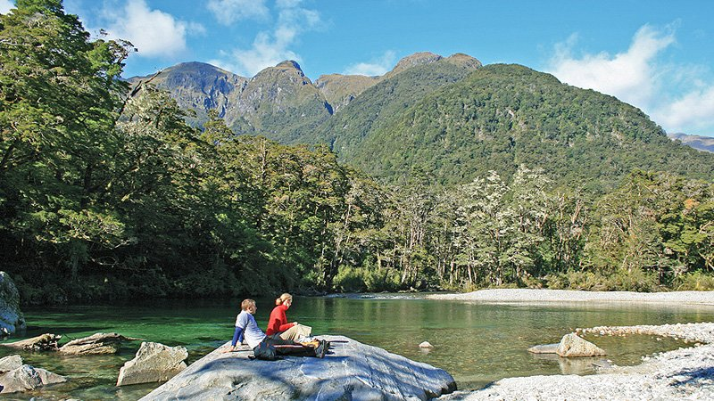Milford Track Guided Walk Day Tour with Lunch, Sightseeing in Queenstown - Tour