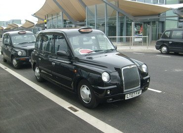 Airport Transfer from London Heathrow Airport to London Hotel, Shared Transfers in London - Tour