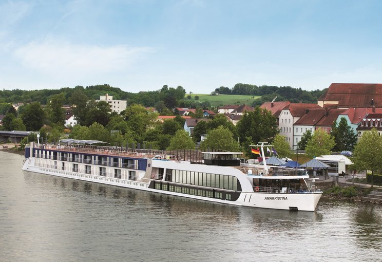 Bratislava to Vienna Cruise ( Sat, Sun & Public Holiday ), sightseeing in Vienna - Tour