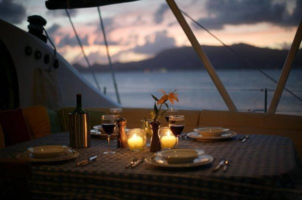 Intimate Dinner On The Sea - Tour